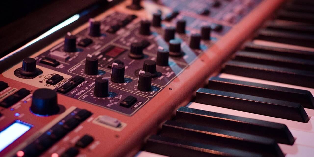 DTMするならどっち?セミウェイト鍵盤 vs ピアノタッチ鍵盤